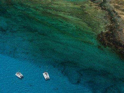 Alquilar catamarán con patrón por Isla de Lobos 4h