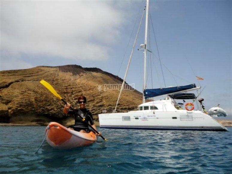 Paseo en catamarán y alquiler kayak