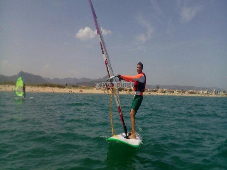 享受风帆冲浪