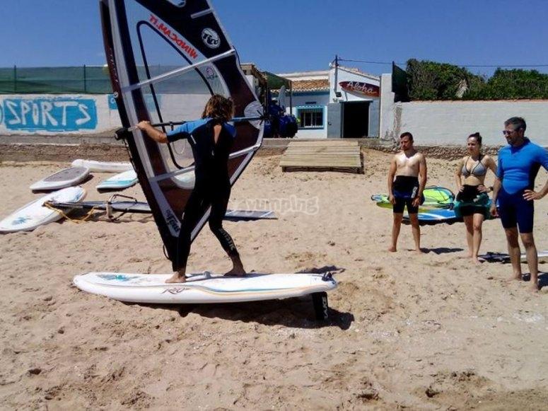 在巴伦西亚海岸滑浪风帆组