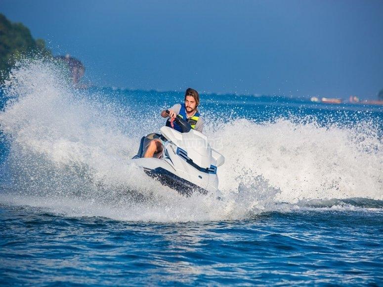 Prácticas en moto náutica