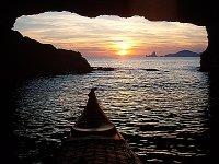 Vista desde el kayak dentro de una cueva