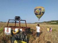 Foto prima del decollo in mongolfiera