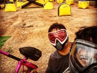 Selfie en el campo de paintball