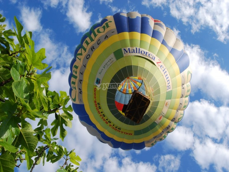 The hot-air balloon from below