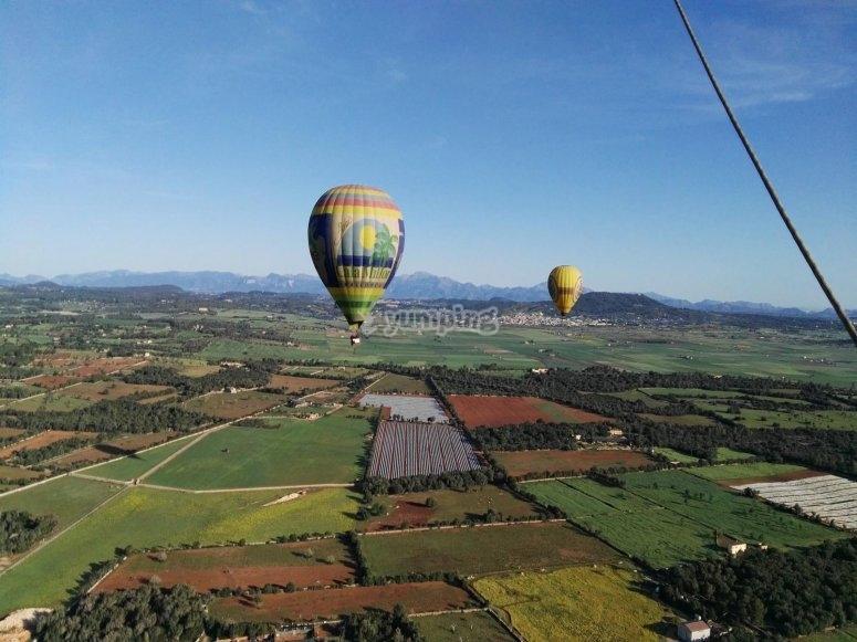乘坐气球在马略卡岛上
