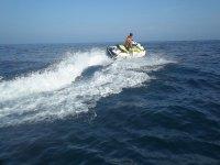 Acelerando con la moto de agua
