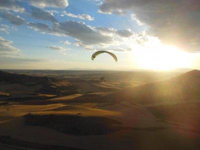 Volar en parapente en Alarilla 25 minutos