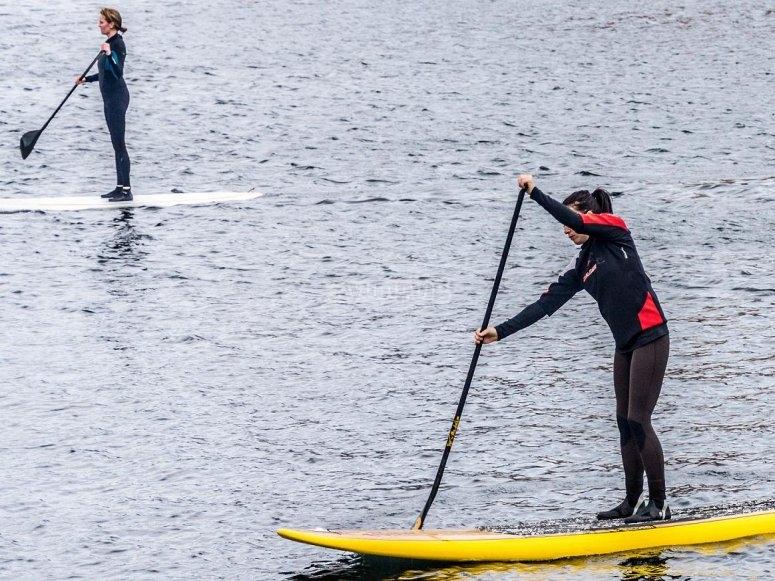 Montando en paddle surf