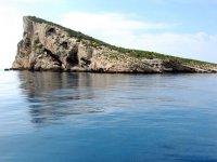 isla de benidorm con una solo casa en su territorio