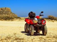 四轮摩托车在阿尔库迪亚海岸