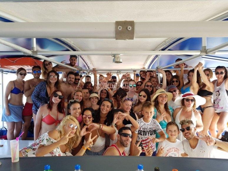 Grupo en el catamarán