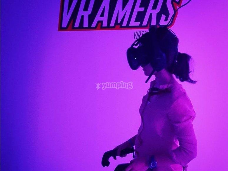 带虚拟现实眼镜的游戏