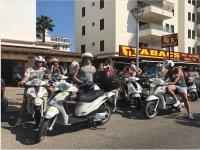 Amigos con sus motos en Mallorca