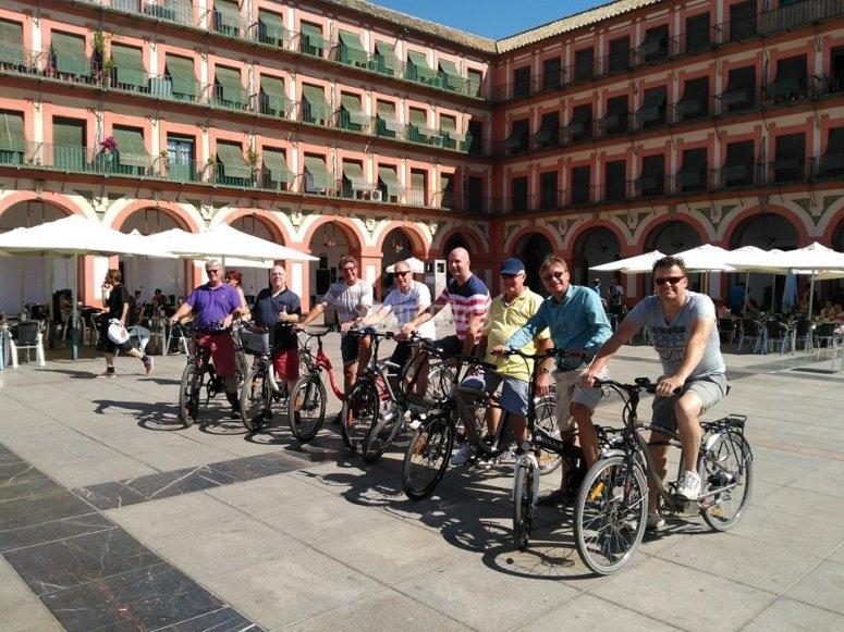 Con la bici en la plaza