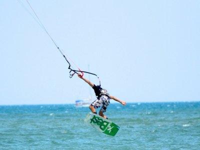 Battesimo di kitesurf di 3 ore a Guardamar Segura