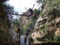 峡谷令人印象深刻的跳跃