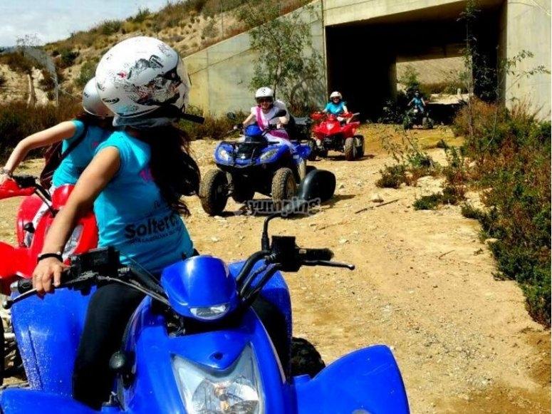 pasando bajo la carretera en almeria