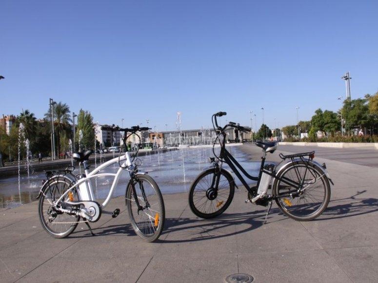 Bicis eléctricas en el parque