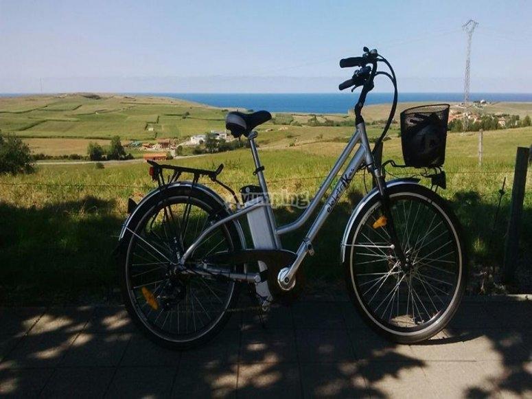 Paseo por el campo con bici eléctrica