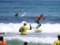 Studente che pratica il surf in stile
