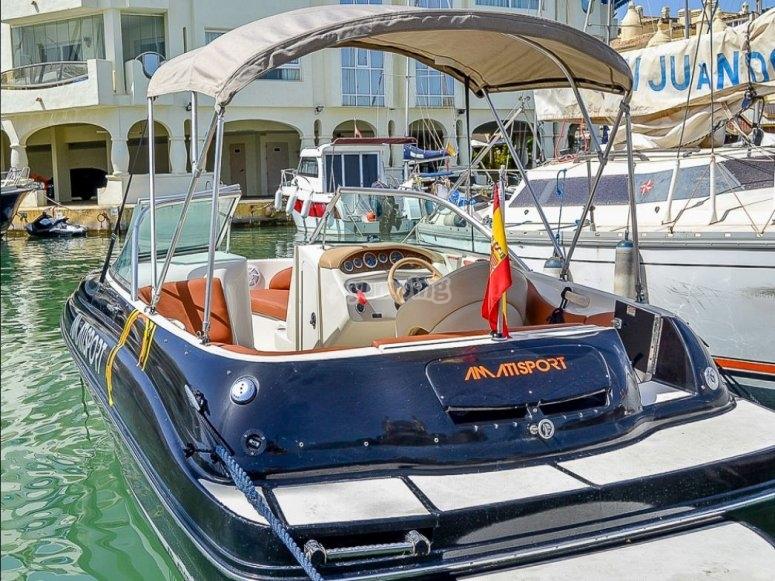 Barco para alquilar foto de la popa