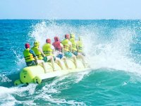 A toda velocidad en la banana boat