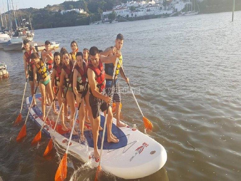 Navegando en paddle surf XL