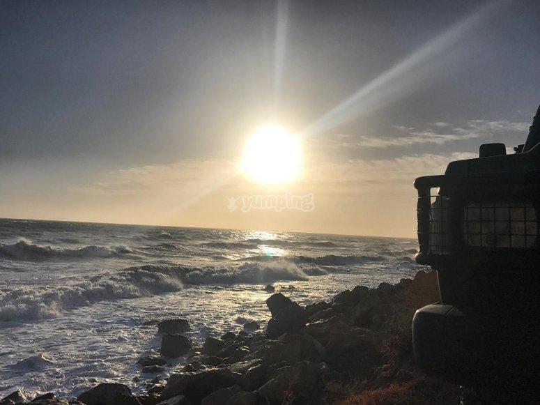Todoterreno frente a la costa