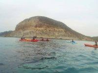 Paseamos en kayak entre las rocas