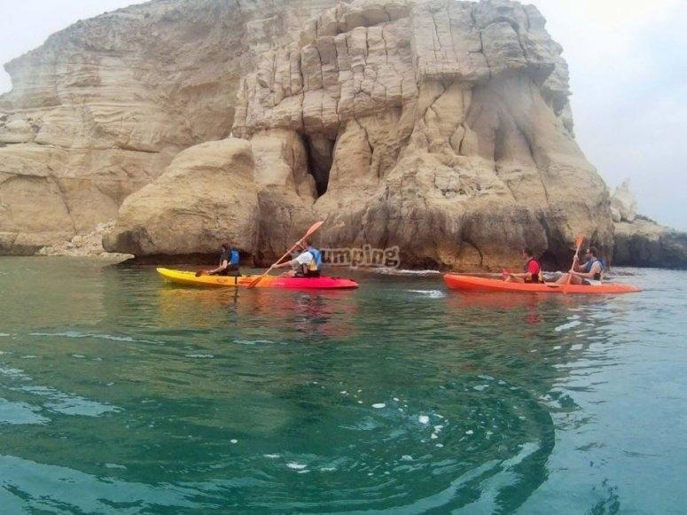 Excursion con remos y kayaks