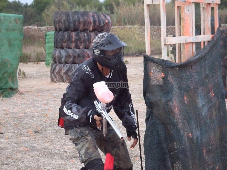 Totalmente equipado para el paintball