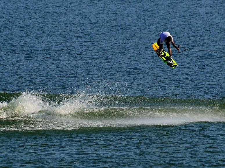IndyTWIST Trick Wakeboard