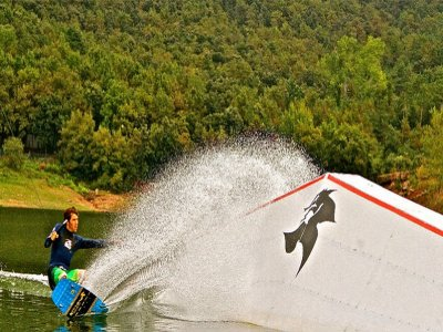 Sessione di wakeboard con materiale in SAU 1 ora