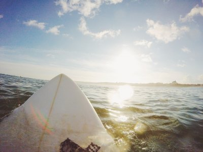 Wetsuit rental + surfboard or paddle surf 1h