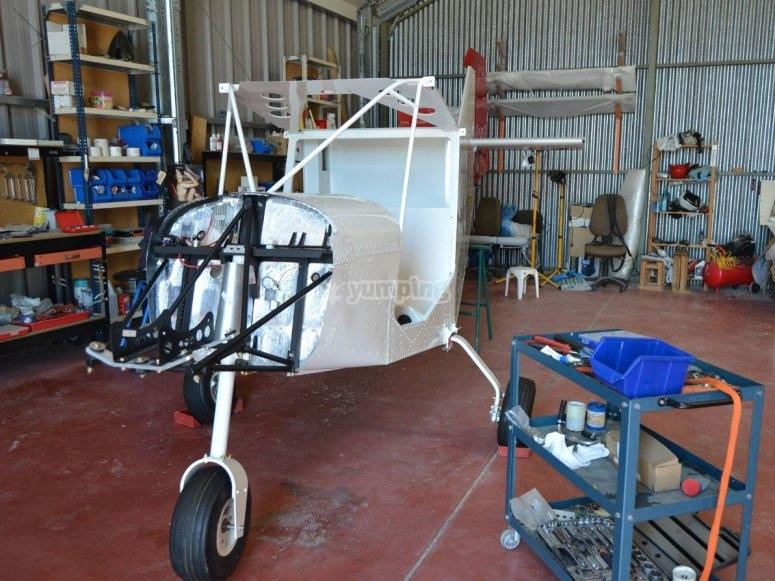 Manutenzione nell'hangar