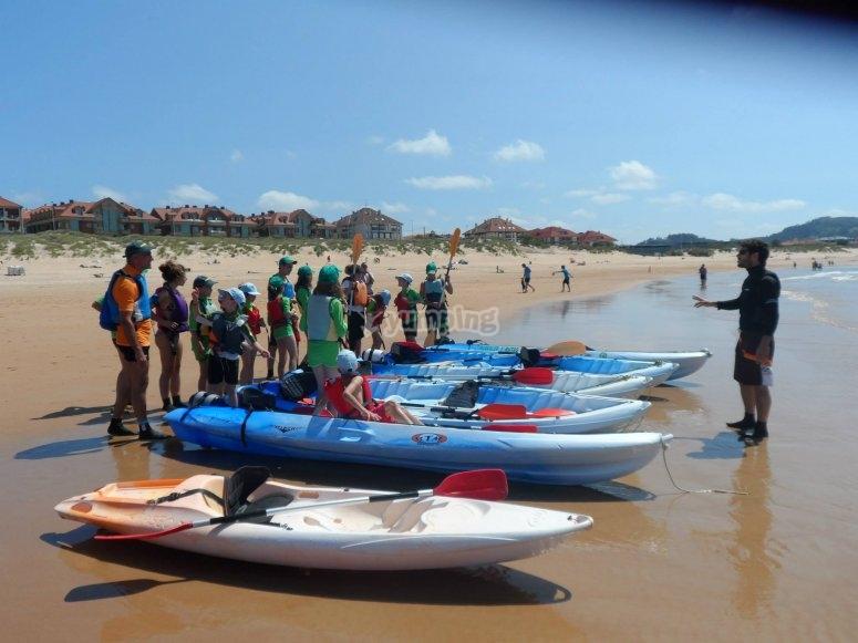 到达海滩监视器解释规则享受皮艇皮艇沿坎塔布里亚皮艇海岸