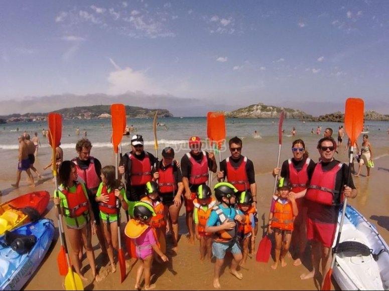 Grupo preparado para disfrutar de las canoas