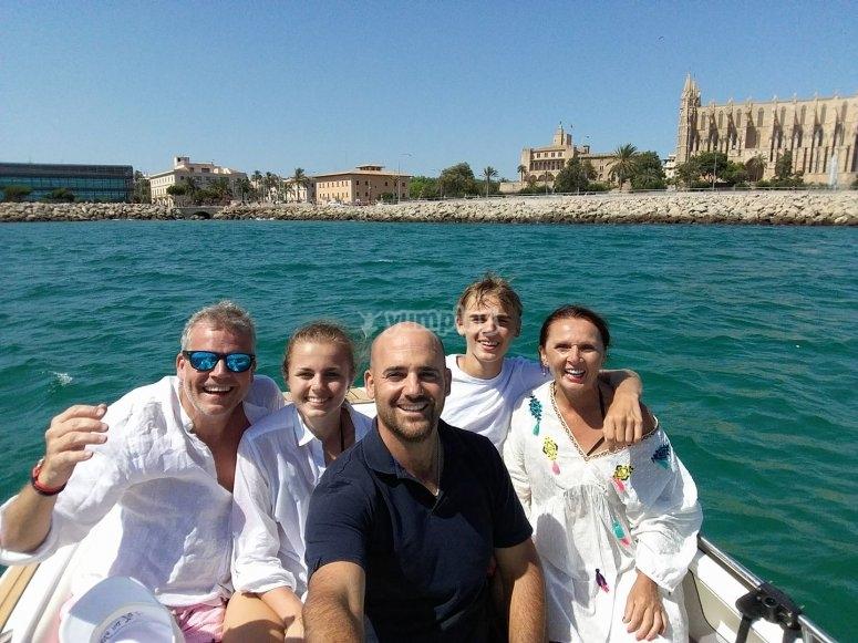 Disfrutando de la travesia en barco