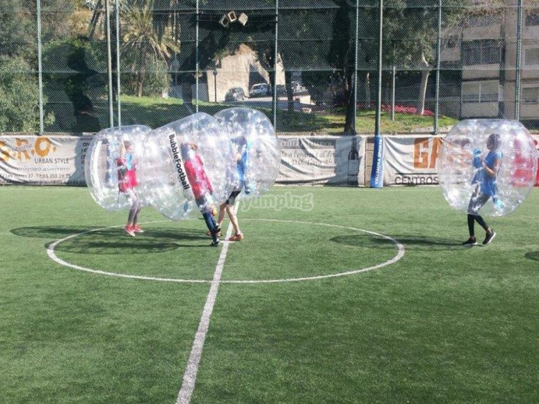 Arranca el partido de bubble football