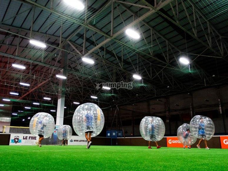 遮蔽区域中的泡沫足球