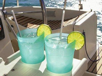 Paseo en barco nocturno en Palma con Gin-Tonic 2h