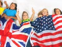 Envueltos en banderas de Uk y USA