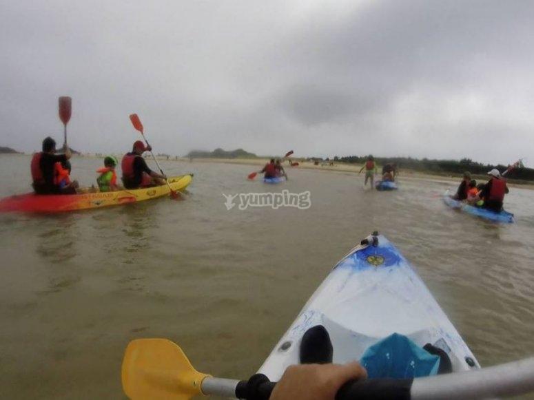 在Ris海滩划桨