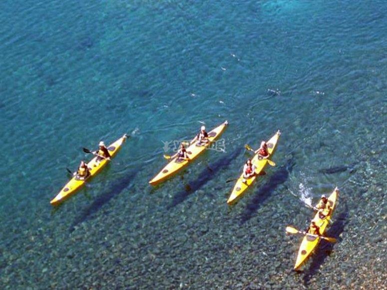 Alquiler de kayaks con amigos