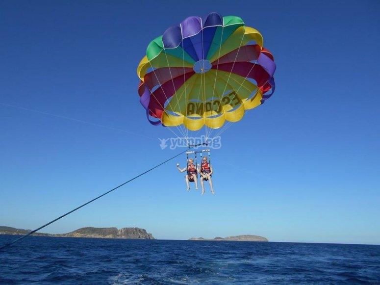 Sessione di paracadutismo a Ibiza