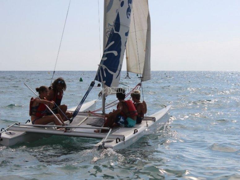 Los más pequeños en el catamarán