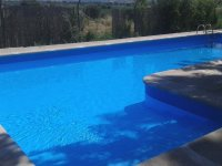 Amplia piscina en la finca