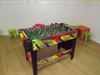 futbolin en una habitacion