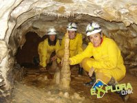 Formaciones en el suelo de la cueva